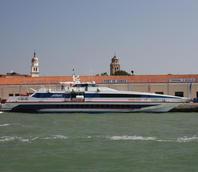 Aliscafo per la Croazia ormeggiato a San Basilio