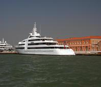 Yacht ormeggiati davanti alla sede dell'Autorità Portuale