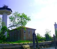 La torre dei piloti del Porto di Venezia, alta circa 40 metri...