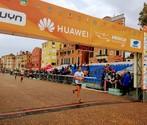 Il vincitore del Trofeo Porto di Venezia taglia il traguardo