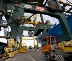 Operazioni portuali in un terminal container del Porto di Venezia