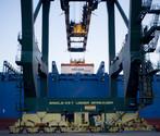 Operazioni di carico e scarico di una nave portacontainer