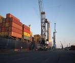 Una nave portacontainer ormeggiata al Porto di Venezia