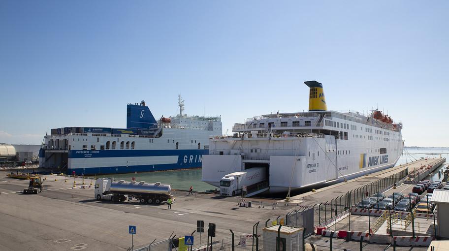 Traghetti ormeggiati al Terminal delle Autostrade del Mare