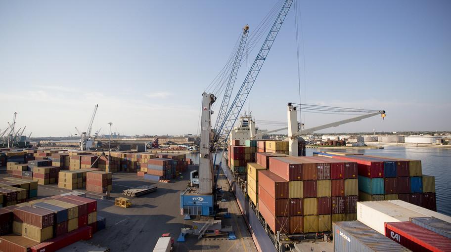 Uno dei terminal container del Porto di Venezia