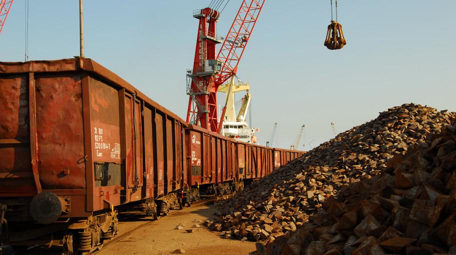 Trasferimento delle merci da nave a carro ferroviario
