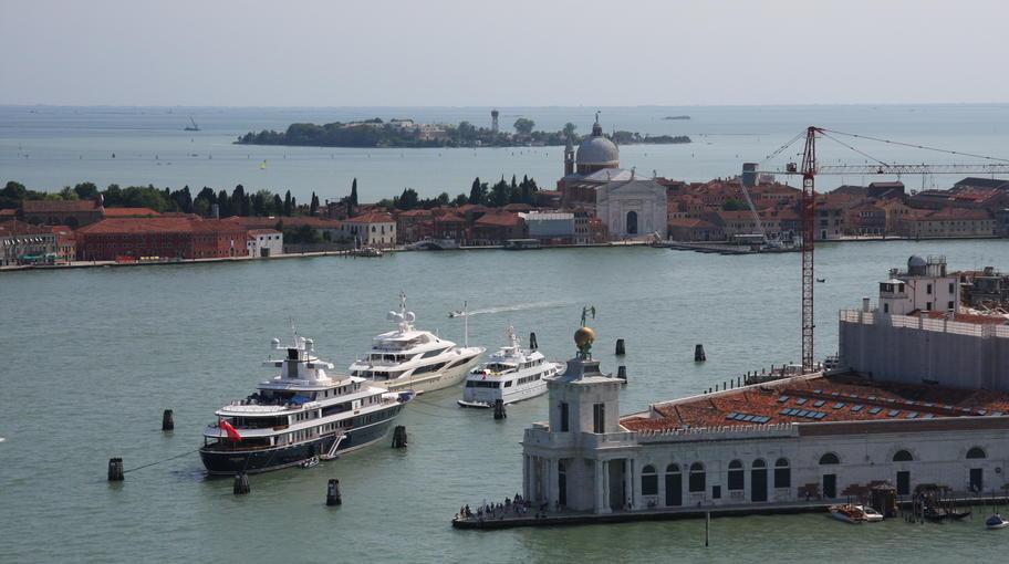 Yacht ormeggiati in Punta della Dogana