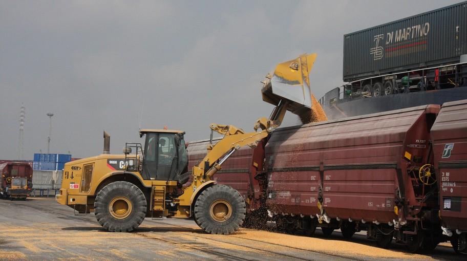 Rinfuse caricate su carri ferroviari