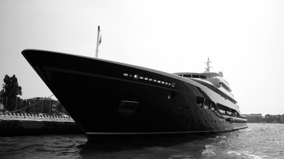 Yacht ormeggiato in Marittima