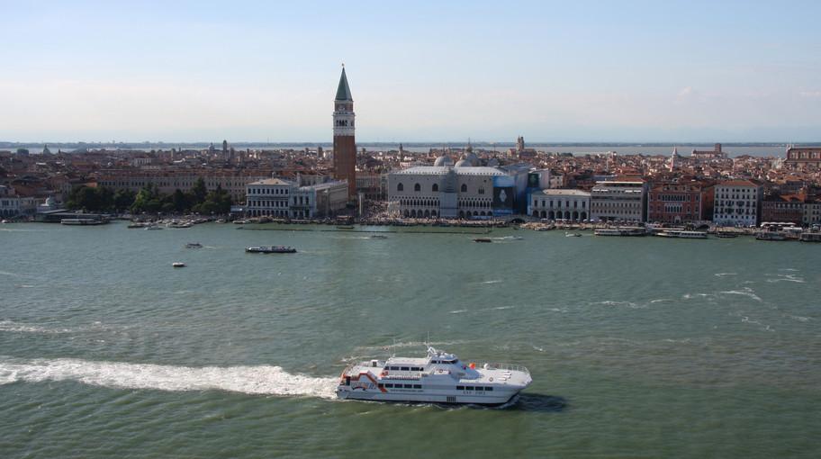 Aliscafo davanti a San Marco