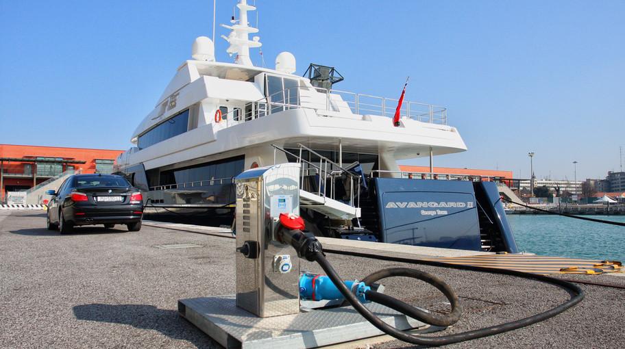 Mini col ironing per i maxi yacht alla Marittima