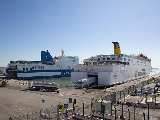 Ro-Ro ormeggiati al terminal traghetti di Fusina