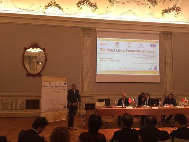 Il Ministro degli Esteri Gentiloni interviene al forum