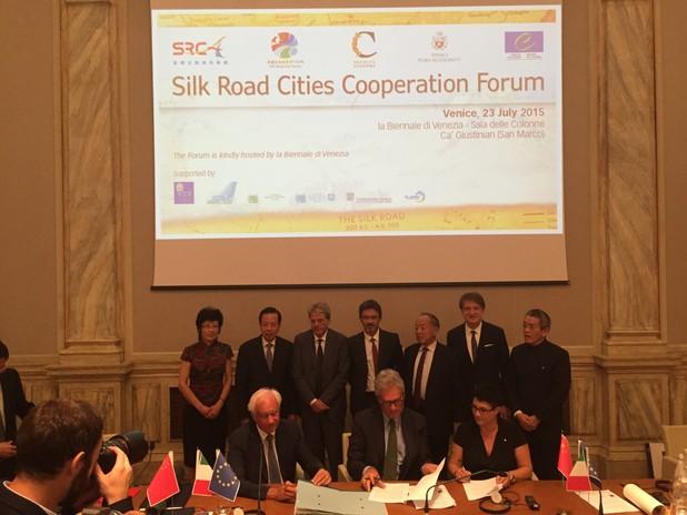Foto della firma dell'accordo