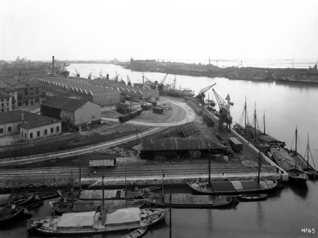 L'area portuale di Santa Marta in una foto storica