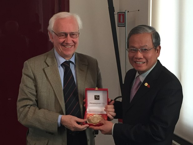The Venice Port Authority President meets  the Vietnamese Ambassador