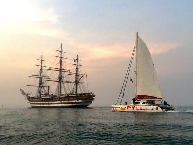 Lo Spirito di Stella in navigazione insieme al Vespucci nella laguna di Venezia