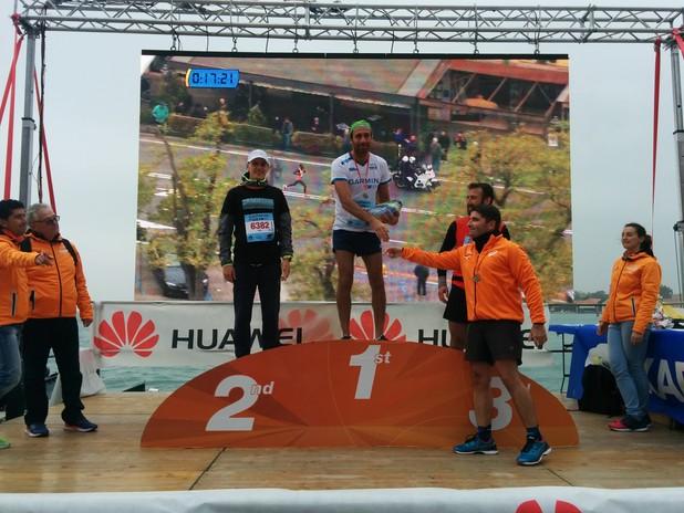 Il Presidente Musolino pemia i vincitori del Trofeo del Porto