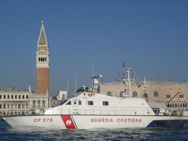Uno dei mezzi della Capitaneria di Porto di Venezia