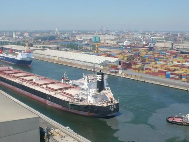 La nave ha attraccato al Terminal Rinfuse Italia (Euroports Italy) di Marghera,