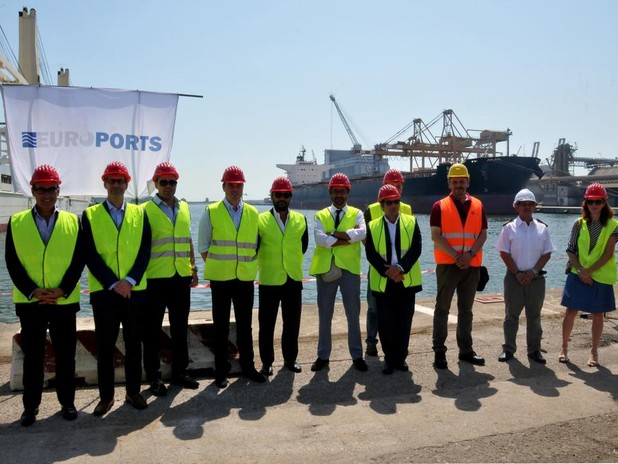 In this picture one can see the ship's Master, the importer and representatives