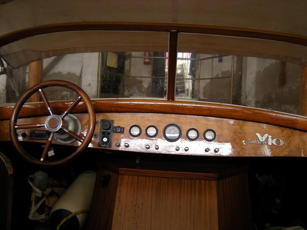 La plancia del motoscafo