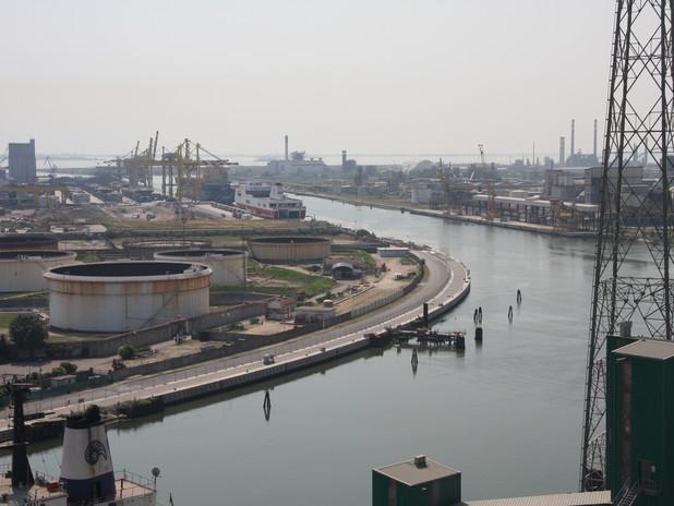Il porto commerciale