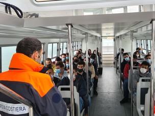 Immagine a bordo della barca durante le visite guidate in porto