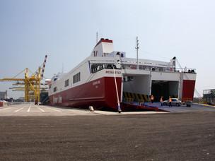 La nave che collega Venezia a Tartus e a Alessandria