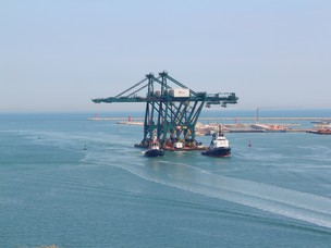 The new cranes enter through Malamocco Inlet