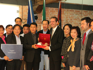 La delegazione tailandese posa per la consueta foto di gruppo