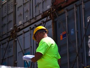 Un lavoratore del Porto di Venezia