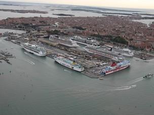 Foto aerea del porto passeggeri di Venezia
