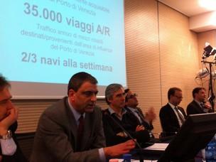 Il dott. Conticelli dell'Autorità Portuale di Venezia fotografato mentre intervi