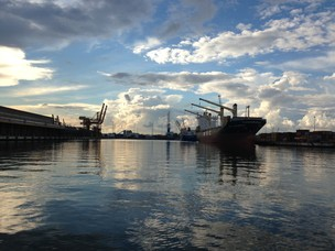 Ritorno costeggiando le banchine del porto