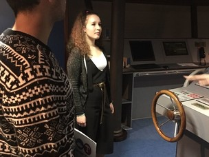 Gli studenti impegnati al simulatore navale di Vemars