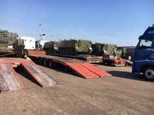 Sbarco e imbarco al terminal TRV dei mezzi militari spagnoli
