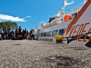 Nave veloce per la Croazia ormeggiata a San Basilio